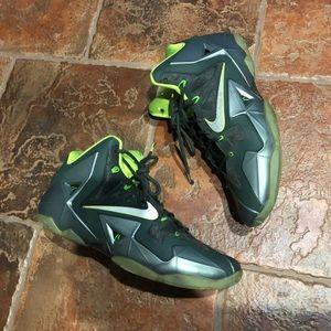 Men's Nike LeBron 11 dunkman size 11